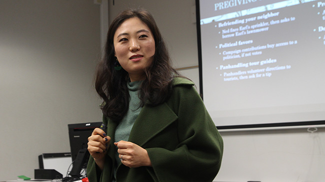 Dr. Yunmi Choi delivers a lecture.