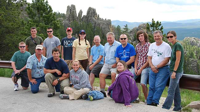Dr. Glenn Mason with a group of field geology students in Arizona.
