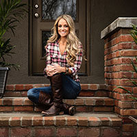 Nicole Curtis photo